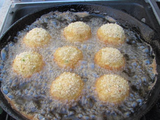 frying in a deep pan (1)